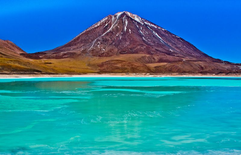 Discover the Stunning Uyuni Salt Flat