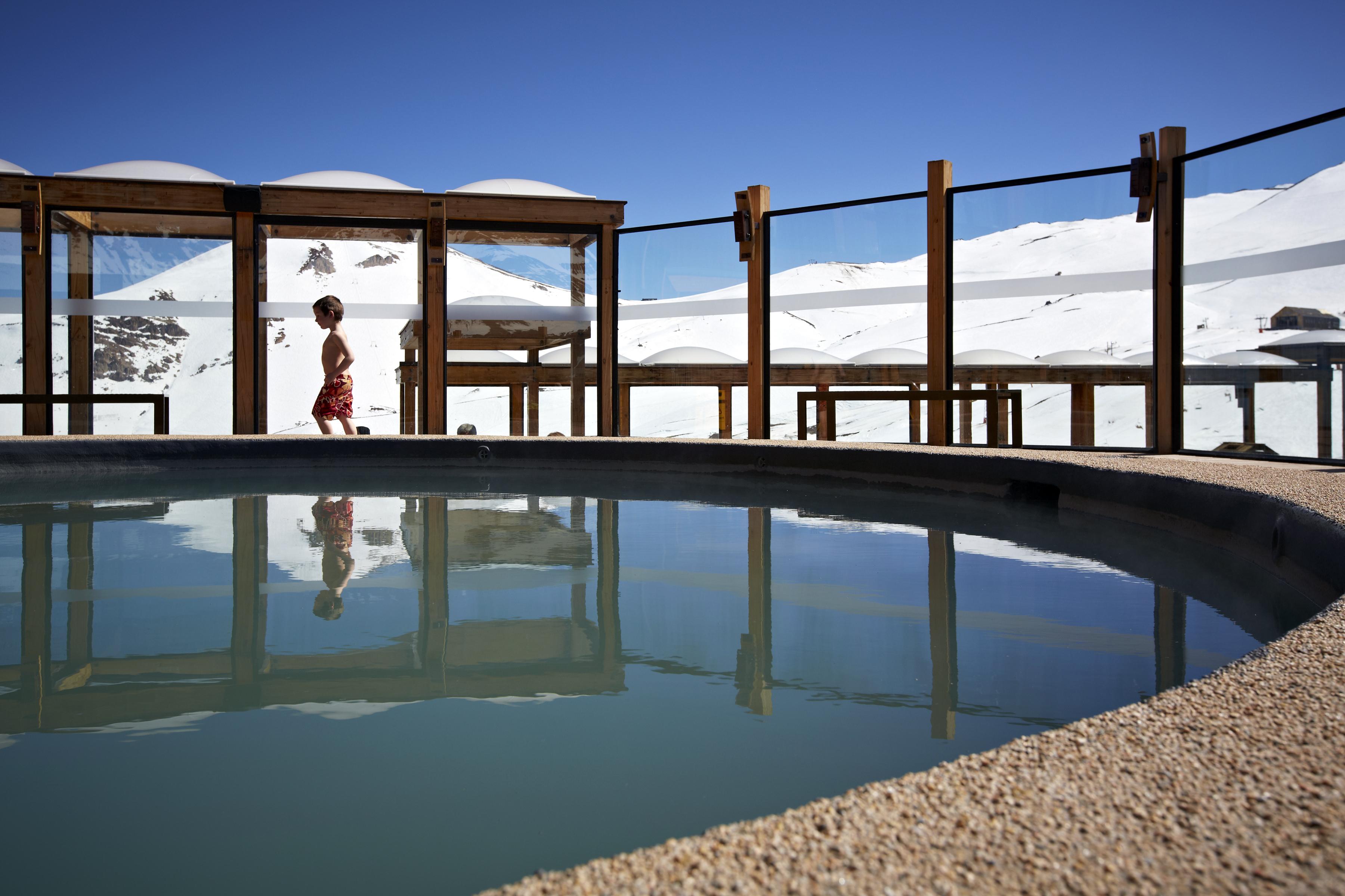 Hotel puerta del sol em centro de esqui valle nevado for Centro oftalmologico puerta del sol