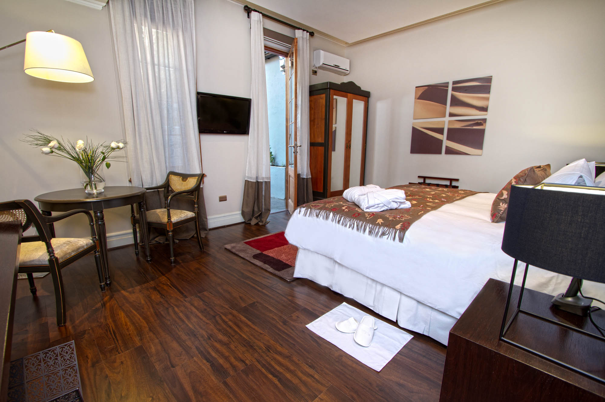 Lastarria boutique hotel in santiago information for Boutique hotel reservations